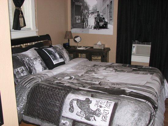 Cottonwood Hotel: Krazy Kat Speakeasy -Room #5