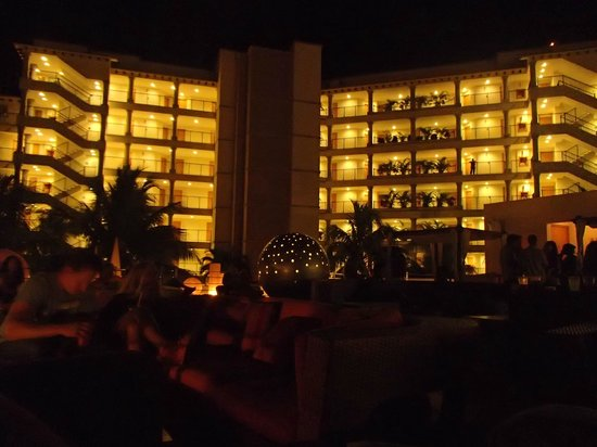 Grand Park Royal Cancun Caribe: Torre premium de noche