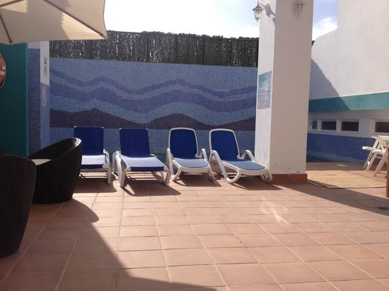 La Casita Hotel: small sunbathing area