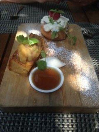 Michael's Genuine Food & Drink: Cinnamon roll