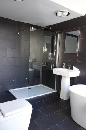 The Bradley: Amazing bathroom