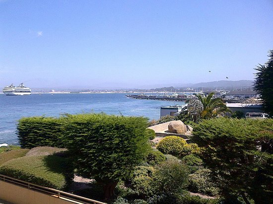 Monterey Bay Inn: View from our room (bottom level - close to street - not facing ocean - and still a great view !