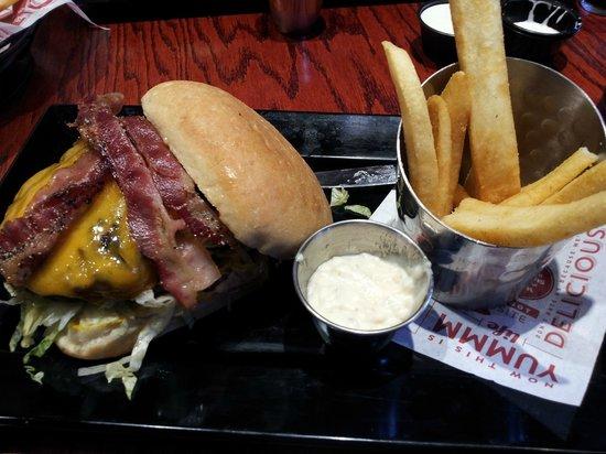 Red Robin Gourmet Burgers: Bacon Cheese Burger