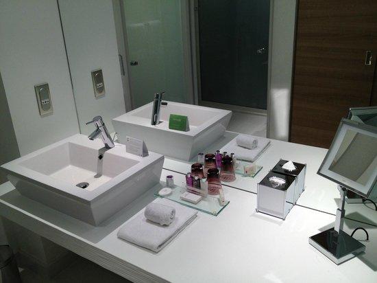 Hôtel Barrière Lille : SDB - Moderne, propre et pdts d'accueil corrects