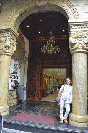 Hanoi Legacy Hotel - Hang Bac : hotel entrance