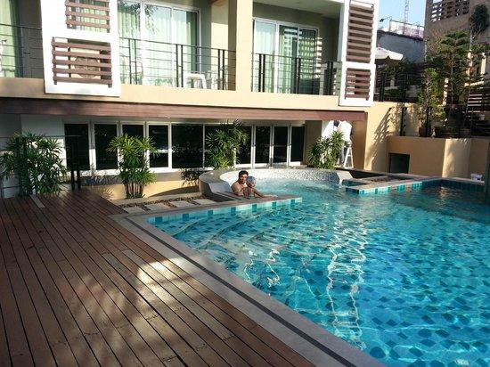 August Suites: pool
