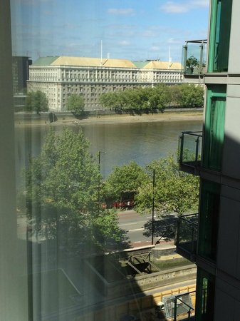 Park Plaza London Riverbank: Good view, if you lean out.