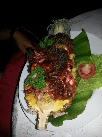 Awanhala Beach Restaurant : Mit Tiger Prawns gefüllte Ananas