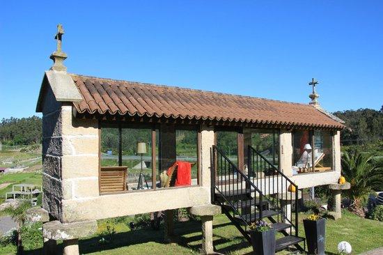 Hotel Quinta de San Amaro: Hórreo reconvertido en biblioteca