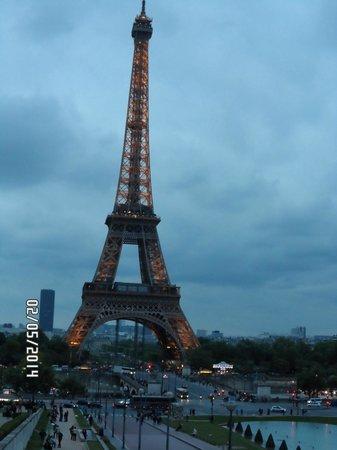 Tour Eiffel : Torre Eiffel illuminata di sera