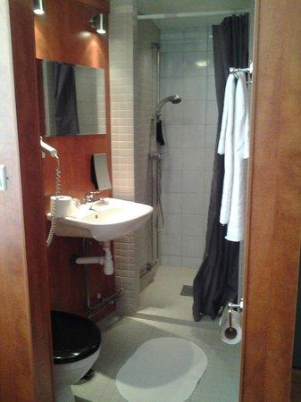 Astoria Hotel: bagno