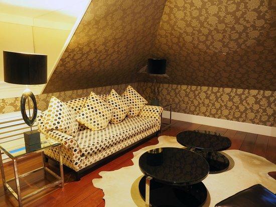 Heritage Avenida Liberdade : Spacious room with sitting area