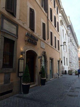 Albergo Cesari: The front entrance.