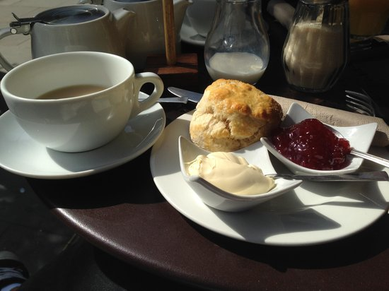 Tomtom Coffee House: english breakfast avec scone confiture et crème