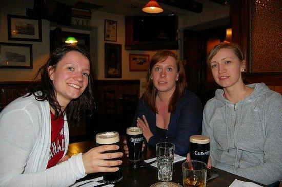 O'Donnabhain's Gastro Bar: Lovely Guinness at O'Donnabhain's
