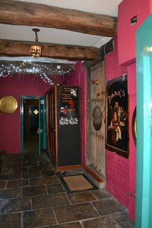 Doran's Courtyard Bistro: Le petit hall avant le restaurant