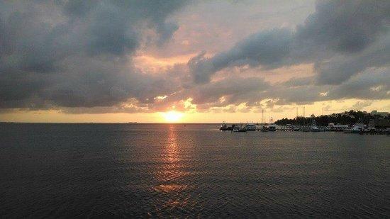 Playa Norte: Justo cuando deje la isla, se asomo el sol