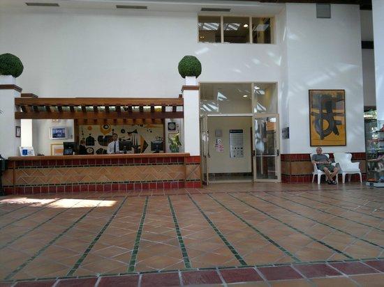 H10 Salauris Palace : Ресепшн