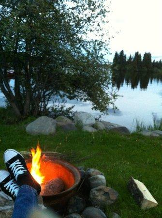 Nimpo Lake Resort: Grill am Abend vor der Cabin