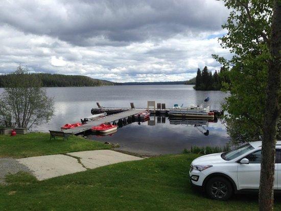 Nimpo Lake Resort: Steg mit Pedalos und Kanus zur Gratis Benützung und Motorboote zum mieten.