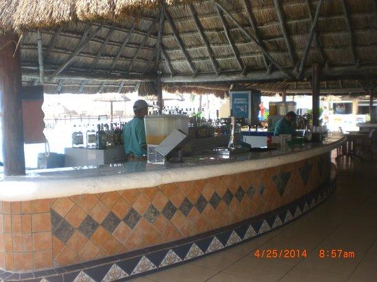 Allegro Playacar : Bar At Beach