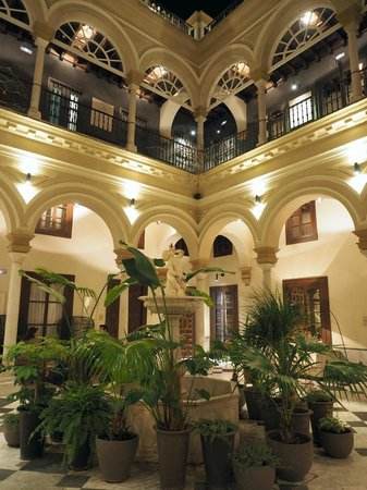 Hotel Palacio de Villapanes: Beautiful palace - main courtyard