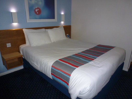 Travelodge Burford Cotswolds: The Bedroom