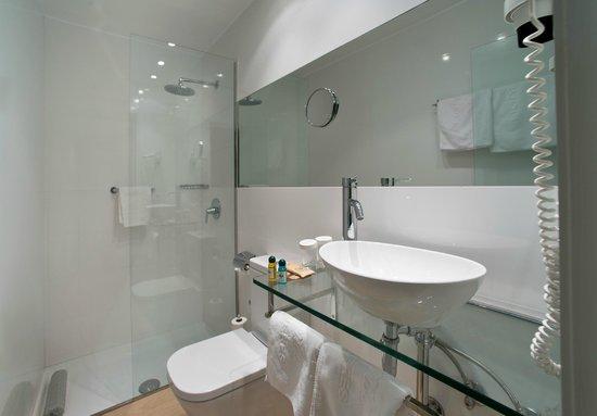 Hotel Ronda Figueres: Baño habitación estandard