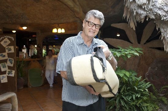 Hotel La Costa de Papito : Owner Eddie Ryan hired a minstrel to play music and lead guests to the wedding coconut grove