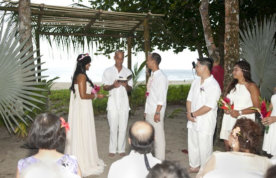 Hotel La Costa de Papito : friends, family and happy people in setting created by Kitty and Eddie of Costa De Papito