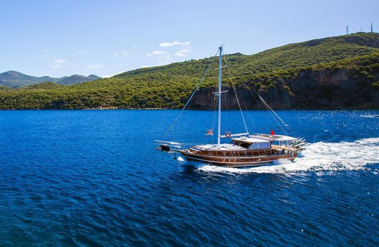 Boat Trips by Captain Ergun : 17 mt Long Mahogony Gulet