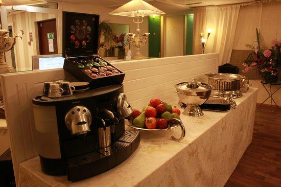 Hotel Les Arcades: café