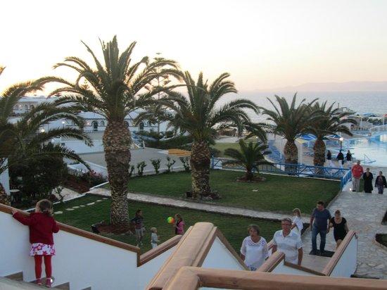 Mitsis Rinela Beach Resort & Spa: vue du bar terrasse