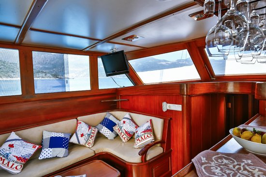 Boat Trips by Captain Ergun : Interior of the boat