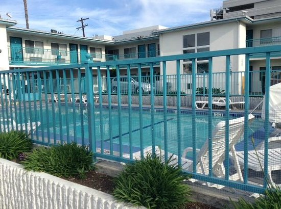 Travelodge Hollywood-Vermont/Sunset: Piscina