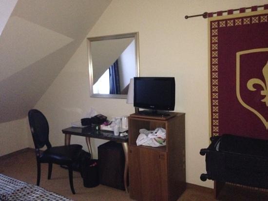 Vienna House Dream Castle Paris : ужасные потолки...