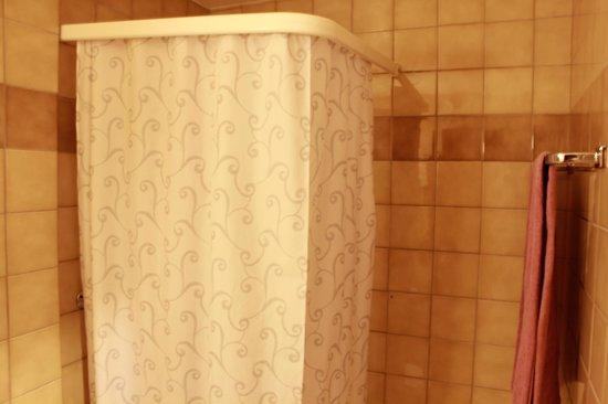 Hotel Les Arcades: douche