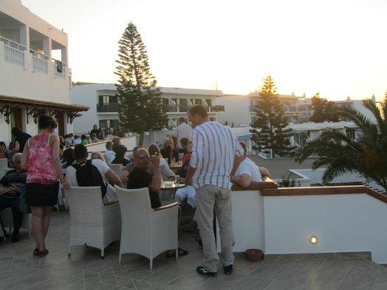 Mitsis Rinela Beach Resort & Spa: bar terrasse