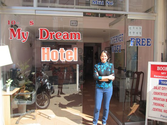 My Dream Hotel: The manager Ha outside the hotel