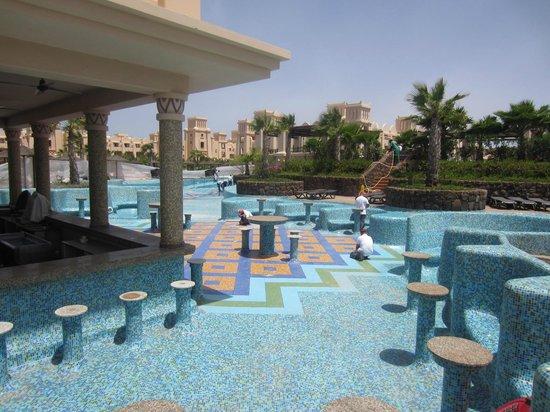 Hotel Riu Touareg : Pool closed for remedial work