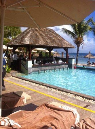 InterContinental Mauritius Resort Balaclava Fort : Piscine sur la plage et le bar