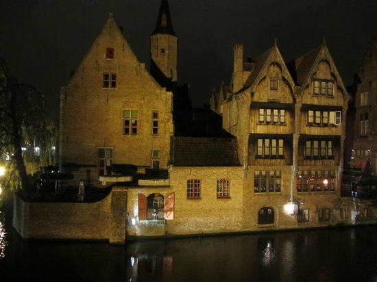 Duc de Bourgogne: Night view