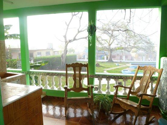 Casa Mayra y Pipi: terrasse sur le coté