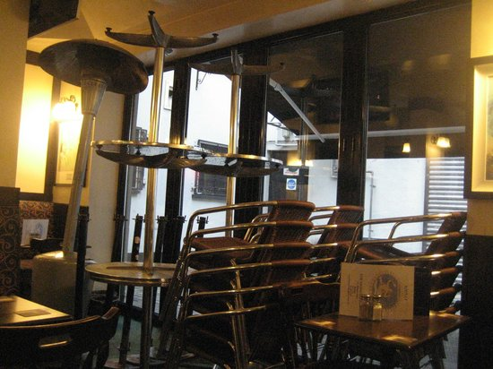 Mermaid BAR: Empty seats!