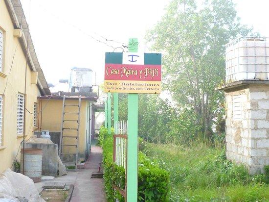 Casa Mayra y Pipi: l'entrée est en retrait de la rue