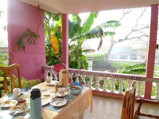 Casa Mayra y Pipi: terrasse pour le petit déjeuner