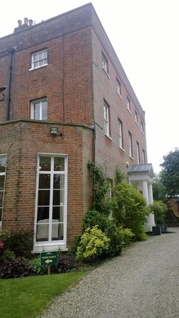 Mulberry House Hotel: The exterior