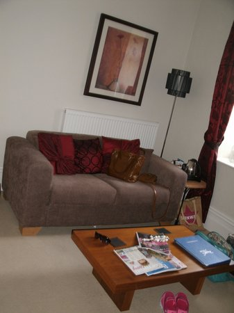Boscastle House: Comfy sofa and mags in the bedroom