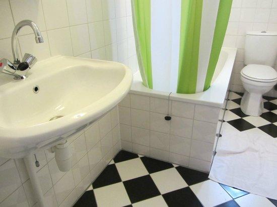 Hotel de Emauspoort: Bathroom-1