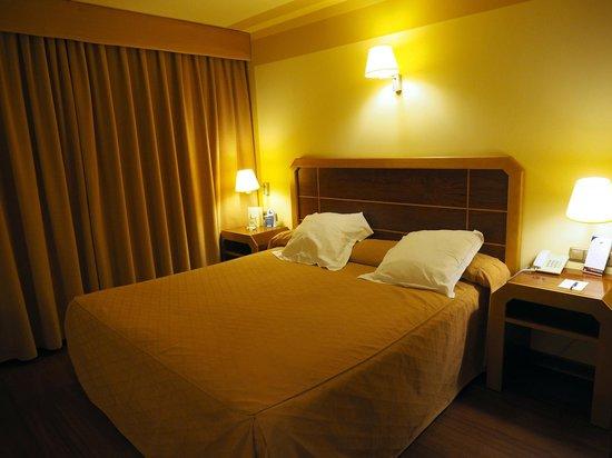 Hotel MS Maestranza : Basic, decent room